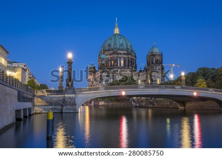 Berlin Cathedral (Berliner Dom) on Museum Island (Museumsinsel) and bridge (Friedrichsbruecke) over Spree River at evening, Berlin Mitte, Germany, Europe