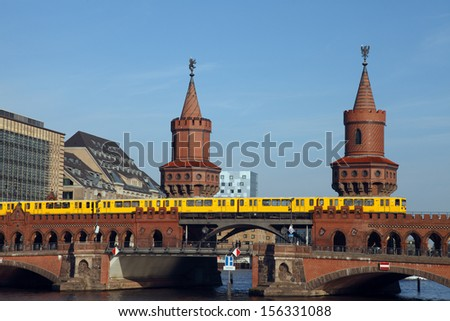 Berlin, the Oberbaum Bridge is a double-deck bridge crossing the river Spree. An U-Bahn train crosses the bridge. The famous  connection between Friedrichshain and Kreuzberg.  - stock photo