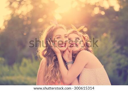 Двух подружек трахают