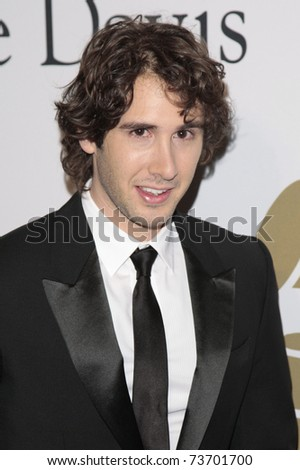 BEVERLY HILLS - FEB 7:  Josh Groban arriving at the Clive Davis and The Recording Academy present the Annual Pre-Grammy Gala in Beverly Hills, California on February 7, 2009.