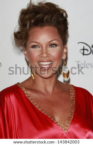 BEVERLY HILLS - JUL 12:  Vanessa Williams at the Disney ABC Television Group Summer All Star party on July 12, 2008 in Beverly Hills, California.