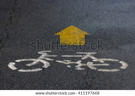 Bicycle road sign and arrow on the pavement