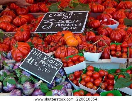 Big beef tomatoes and garlic on the rural market. Provence, France.