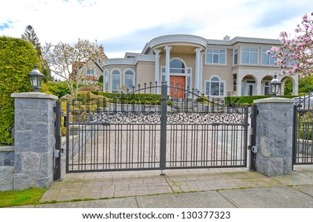 Mansion Gate Stock Images Royalty Free Images Amp Vectors