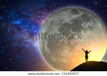 Meteor Falls - Um sonho de exploração - Página 3 Stock-photo-big-full-moon-milky-way-star-silhouette-happy-young-woman-on-the-mountain-with-detail-of-the-516496957