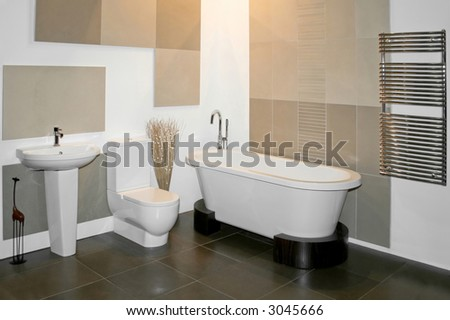 Big round bath and toilet in bathroom