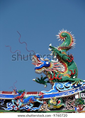 Big & small Dragon sculpture on Chinese temple's roof