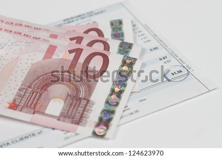 Bill to pay with some euro banknotes above