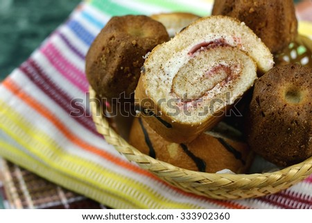 Biscuit roll with stuffing