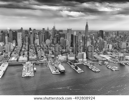 Black and white aerial view of Midtown Manhattan, New York City.