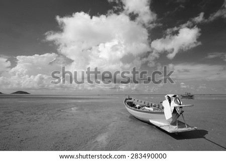 Black and white fisherman boats in the sea.
