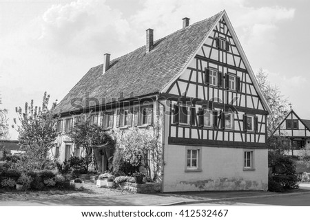 black and white picture of a historic farmhouse seen in Southern Germany