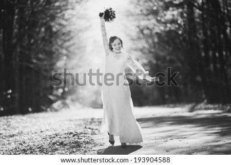 Black and white picture of beautiful bride.