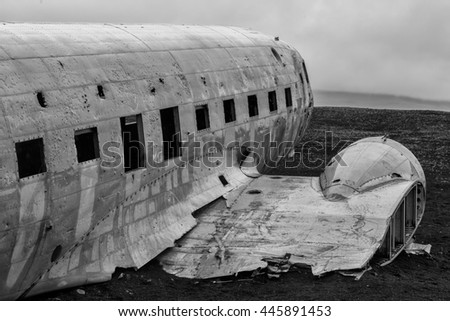 Black and white picture of the crashed DC-3 airplane at the beach of Sandur at Iceland