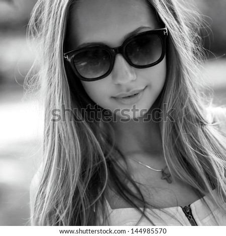 black and white portrait of a beautiful girl with glasses