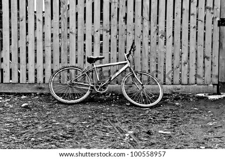 black bycicle, black and white image of bycicle