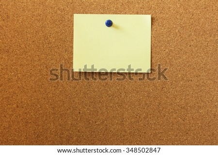 Blank memo note on cork board, attached with pin