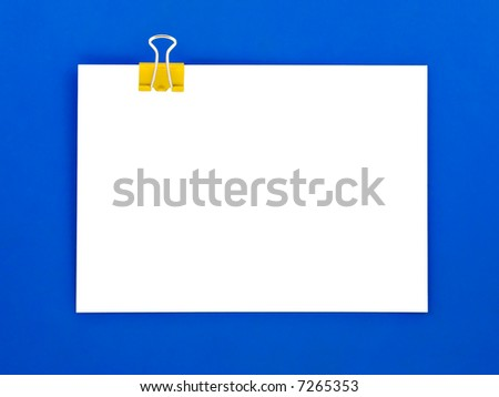 Blank note clipped on blue clipboard