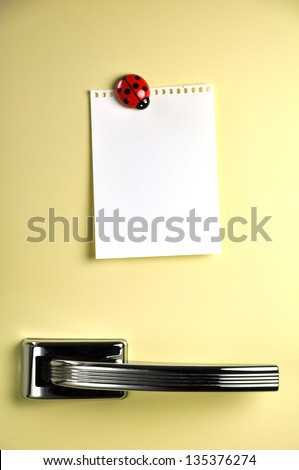 Blank note on fifties fridge door, copyspace for message - stock photo