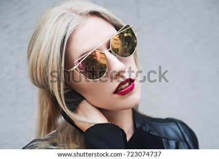 Blonde beauty wearing sunglasses