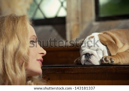 Blonde woman with an english bulldog puppy dog