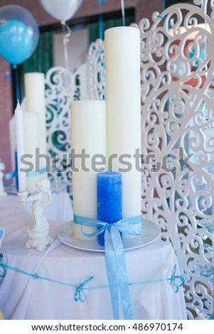 Blue and white candles tied with a ribbon on the table