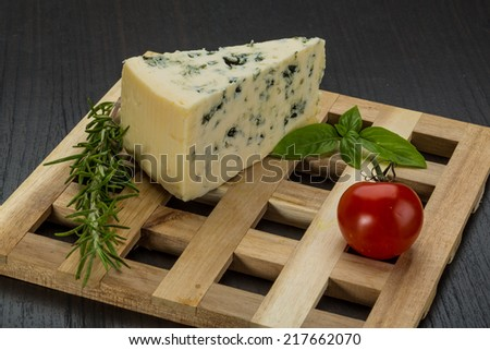 Blue cheese with rosemary and mint