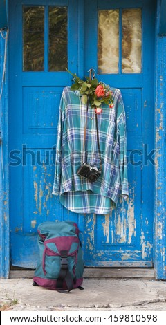 blue door, a shirt and a backpack