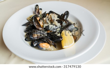 Blue mussels white wine sauce