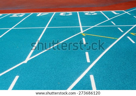 Blue running track with white split line and number lane