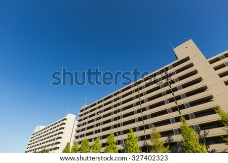 Blue sky and a large apartment