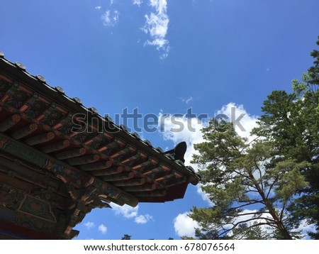 Blue sky over the Korean traditional roof
