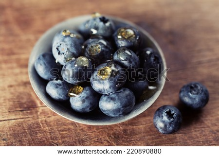 blueberries with honey drops closeup