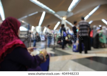 BLUR IMAGE OF PEOPLE AT KUALA LUMPUR INTERNATIONAL AIRPORTS FOR BACKGROUND USAGE