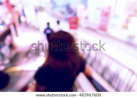 blur image of shopping mall and people.