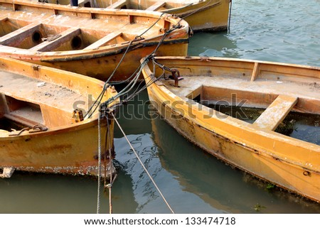 Boats with yellow color