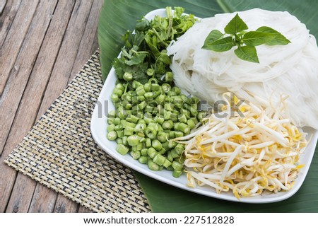 boiled Thai rice vermicelli, usually eaten with curries and vegetable