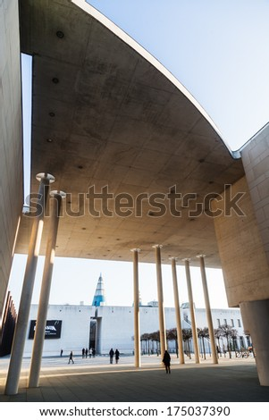 BONN, GERMANY - JANUARY 31: in front the art museum, behind the art and exhibition hall of Germany with unidentified people on January 31, 2014 in Bonn. The regarded museums belong to the Museumsmeile