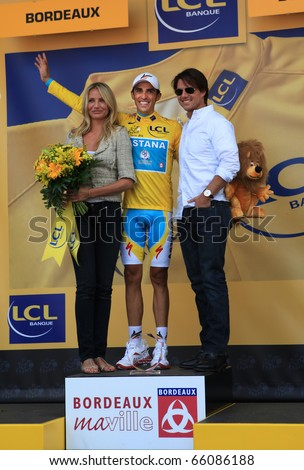 ¿Cuánto mide Alberto Contador? - Estatura y peso - Real height Stock-photo-bordeaux-july-cyclist-alberto-contador-is-on-the-podium-of-stage-of-tour-de-france-in-66086188
