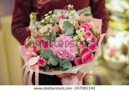 bouquet of eustoma and other pink flowers in hands