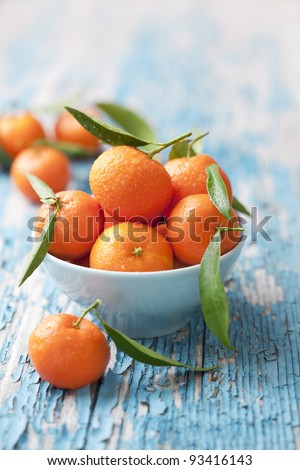 bowl of fresh mandarins, straight from the tree