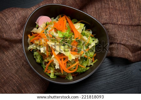 Braised savoy cabbage with carrots, sausages and thyme