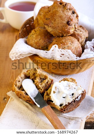 Bran and apple muffins with sour cream