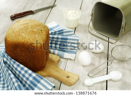 Bread from the breadmaker on a wooden table