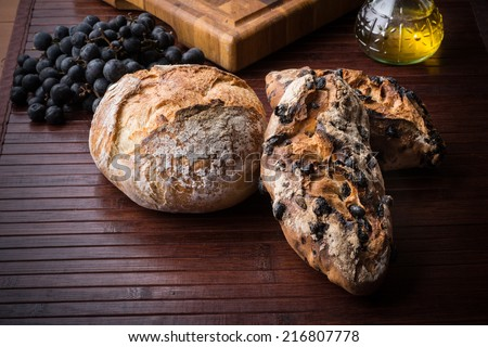 bread with grapes