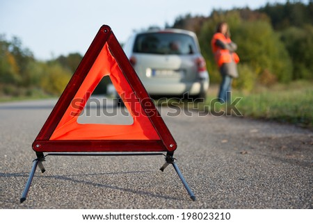 breakdown of car - arranging warning triangle