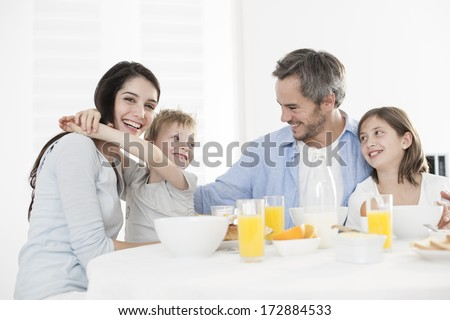 breakfast for an happy family