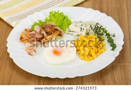 Breakfast with egg and fried bacon with salad