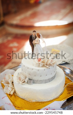 bridal white cake with bride and groom figurines.