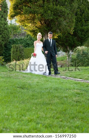 Bride and groom in a park outdoor - Married couple - wedding photography